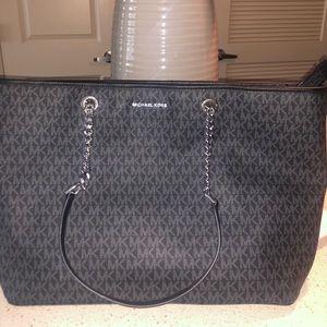 Michael Kors tote bag( BRAND NEW, Never worn)